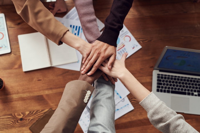 5 effective ways to perform better under a hybrid work model