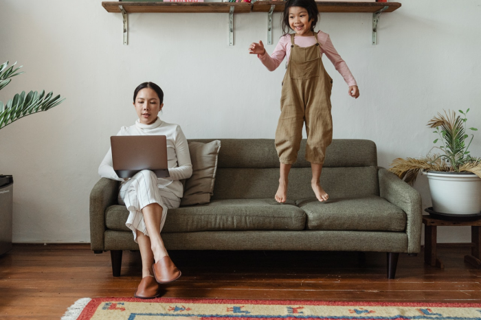 5 ways to manage stress while working from home and parenting kids in parallel